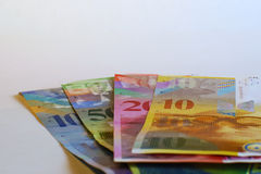 Moeda de papel como o dinheiro, francos suíços do fundo Fotografia de Stock Royalty Free