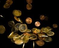 Moeda de queda do euro imagens de stock royalty free