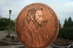 Moeda de um centavo gigante feita com moedas de um centavo Foto de Stock