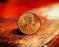Moeda de um centavo na pintura a óleo vermelha Imagens de Stock