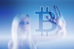 Moeda digital do sinal de Bitcoin, dinheiro digital futurista, conceito da tecnologia do blockchain imagem de stock
