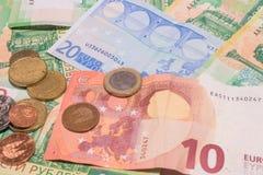 Moeda dispersada das cédulas do Euro da União Europeia Uma crise banking fotos de stock