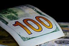 Moeda do Estados Unidos cem dólares americana Vagabundos novos de Bill Imagens de Stock