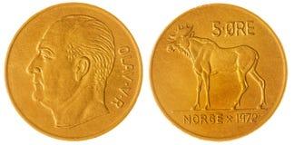 5 moeda do minério 1972 isolada no fundo branco, Noruega Fotos de Stock
