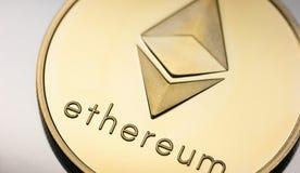 Moeda dourada Cryptocurrency de Ethereum foto de stock