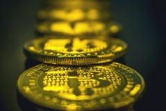 Moeda dourada de Bitcoin, conceito do cryptocurrency, conceito do mercado do bitcoin, cryptocoins Fotos de Stock Royalty Free