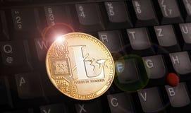 Moeda dourada de LTC do litecoin sobre o teclado do portátil fotografia de stock