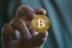 Moeda dourada do bitcoin de Cryptocurrency foto de stock