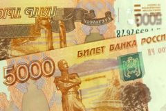 A moeda e as cédulas douradas dos rublos de Rússia fecham-se acima do macro, close up do dinheiro do rublo de russo, foco seletiv Imagem de Stock Royalty Free