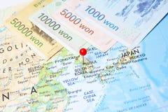 Moeda ganhada para o sul coreana no mapa Imagem de Stock Royalty Free