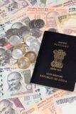 Moeda indiana com passaporte Fotos de Stock Royalty Free
