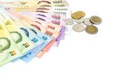 Moeda tailandesa do dinheiro no fundo branco Imagens de Stock
