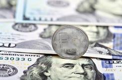 Moeda um rublo contra dólares Imagem de Stock