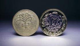 Moeda velha, versão nova 1 da moeda Fotografia de Stock