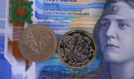 Moeda velha, versão nova 2 da moeda Imagens de Stock