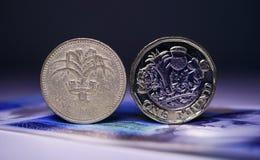 Moeda velha, versão nova 3 da moeda Fotos de Stock Royalty Free