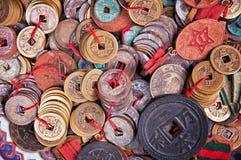 Moedas antigas chinesas velhas fotos de stock