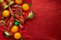 Moedas chinesas da sorte ou dos lingotes chineses do nó e os chineses do ouro imagens de stock