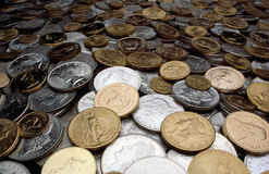 Moedas da prata e de ouro Imagens de Stock Royalty Free