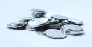 Moedas da rupia no fundo branco Fotos de Stock