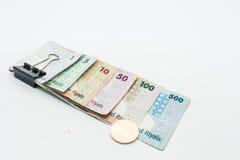 Moedas de Catar cem Riyal, cinco cem riyal, cem riyal, cinqüênta riyal, dez riyal, cinco riyal e um riyal Fotos de Stock Royalty Free