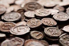 Moedas de cobre bizantinas antigas com monogramas Foto de Stock
