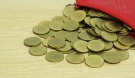Moedas de ouro do bolso pequeno do couro da moeda Fotografia de Stock
