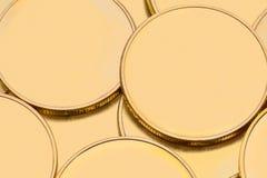 Moedas de ouro lisas fotografia de stock royalty free