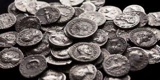 Moedas de prata autênticas de Roma antiga Fotografia de Stock Royalty Free