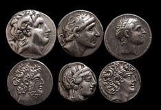 Moedas de prata do grego clássico com os retratos das réguas e dos deuses Fotos de Stock Royalty Free