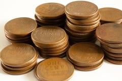 Moedas de um centavo do trigo nas pilhas Imagens de Stock