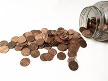 Moedas de um centavo em um frasco Imagem de Stock Royalty Free