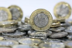 Moedas de uma libra - moeda britânica Foto de Stock Royalty Free