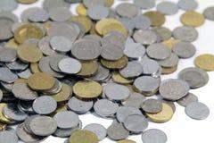 Moedas do conceito do dinheiro isoladas Fotografia de Stock Royalty Free