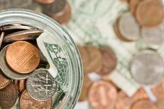 Moedas do dólar em notas de dólar Imagem de Stock Royalty Free
