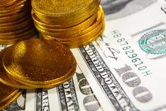 Moedas do dinheiro e de ouro Foto de Stock Royalty Free