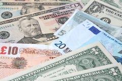 Moedas do mundo: Dólares de E.U., libras e euro. Fotografia de Stock