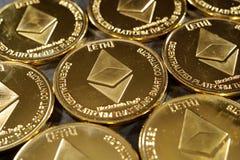 Moedas douradas do cryptocurrency do ethereum Fotografia de Stock Royalty Free