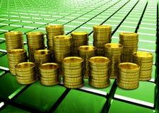 Moedas douradas no fundo abstrato verde lustroso Fotos de Stock Royalty Free