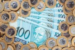 Moedas e cédulas brasileiras Fotografia de Stock Royalty Free