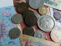 Moedas e cédulas da URSS coleção Fundo com sinais do dinheiro Foto de Stock