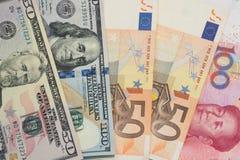 Moedas e conceitos de troca da troca de dinheiro dos diversos diff fotografia de stock