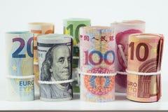 Moedas e conceitos de troca da troca de dinheiro Os rolos do var imagens de stock