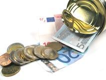 Moedas e notas de banco em um estanho Fotografia de Stock Royalty Free