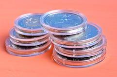 Moedas em cápsulas plásticas Fotografia de Stock Royalty Free