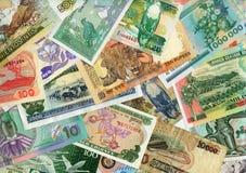 Moedas em torno do mundo, notas de banco de papel. Fotografia de Stock Royalty Free