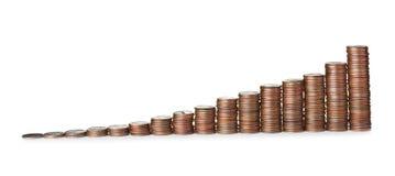 Moedas empilhadas do centavo do Estados Unidos no branco foto de stock royalty free