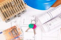 Moedas euro-, teclas HOME, diagramas bondes para trabalhos do coordenador e casa sob a construção, custo home de construção Imagens de Stock Royalty Free