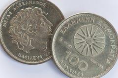 100 moedas gregas do dracma com Alexander o grande Fotografia de Stock Royalty Free