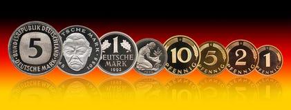 Moedas grupo do marco alemão de Alemanha, pfennig, inclinação do fundo fotos de stock royalty free